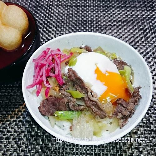 strawberry-nikki.seesaa.net 牛肉のしぐれ煮リメイク丼温泉卵添え.jpg