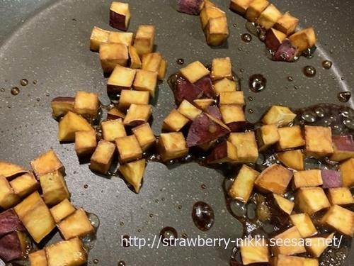 strawberryIMG_0231ダイスサツマイモの素揚げ 甘辛 行程.jpg