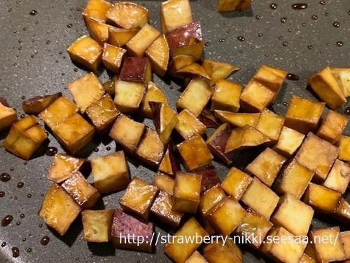strawberryIMG_0232ダイスサツマイモの素揚げ 甘辛 行程.jpg
